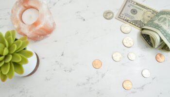гадание на деньги на рунах
